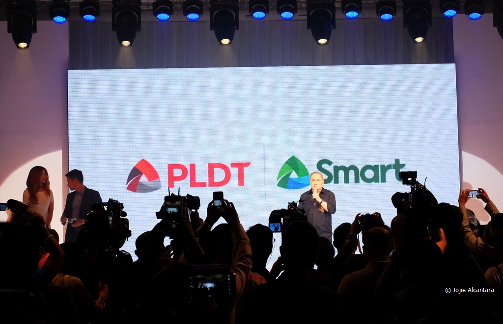PLDT and SMART Chairman and CEO Manny Pangilinan unveils new logos © Jojie Alcantara