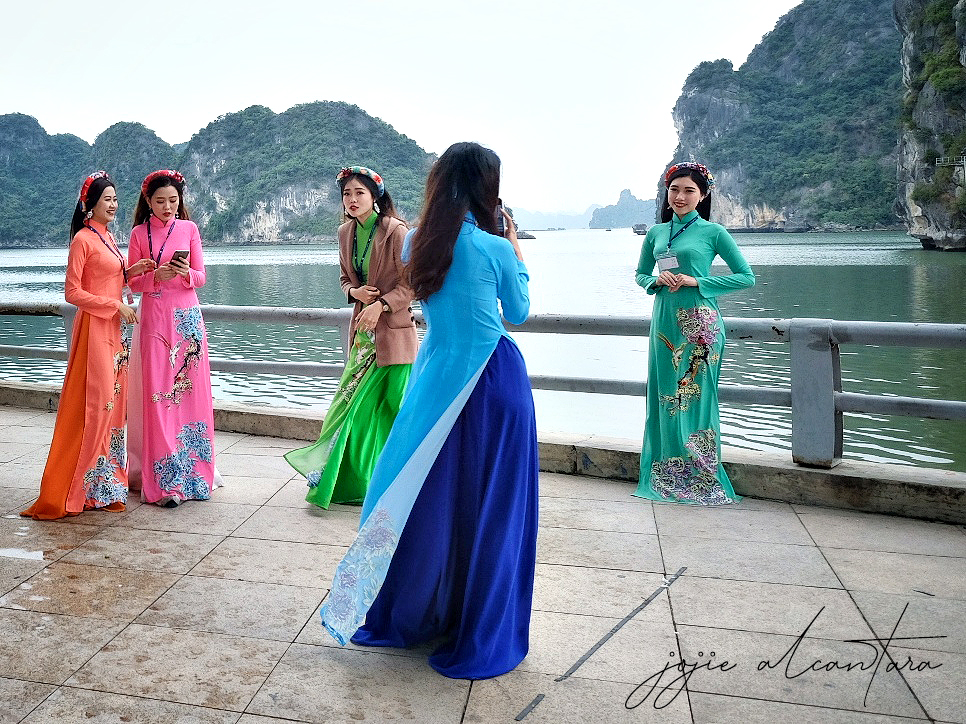 "Vietnamese girls in traditional dress called ""ao dai"", in a backdrop of Ha Long Bay. © Jojie Alcantara"
